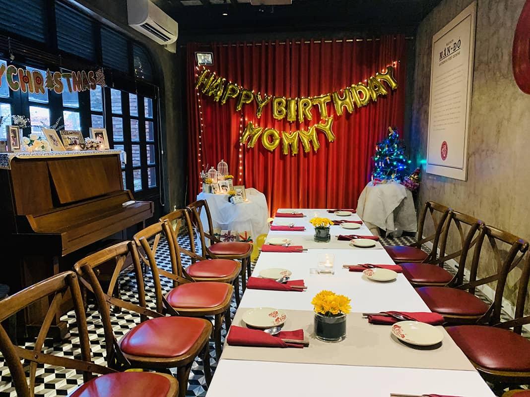 Phòng riêng tổ chức sinh nhật cho mẹ