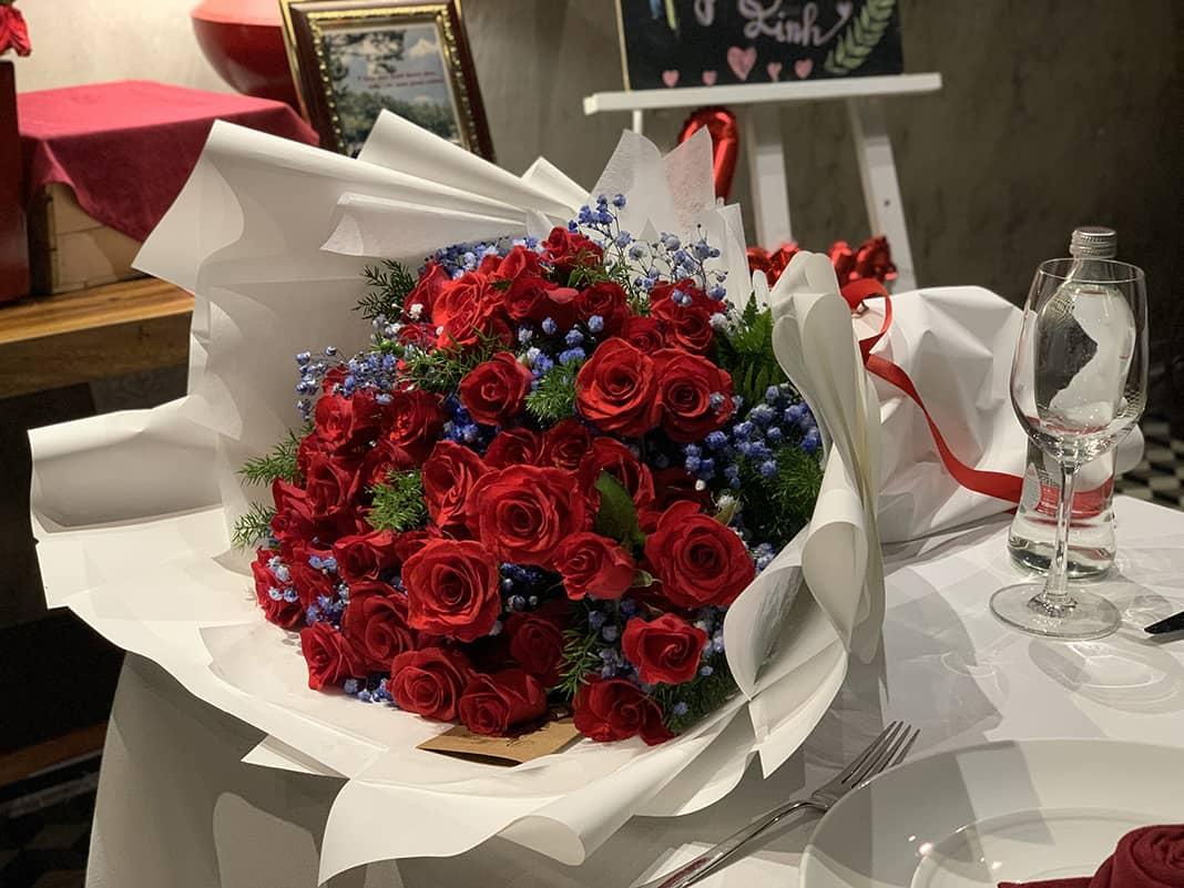 Hoa tổ chức cầu hôn