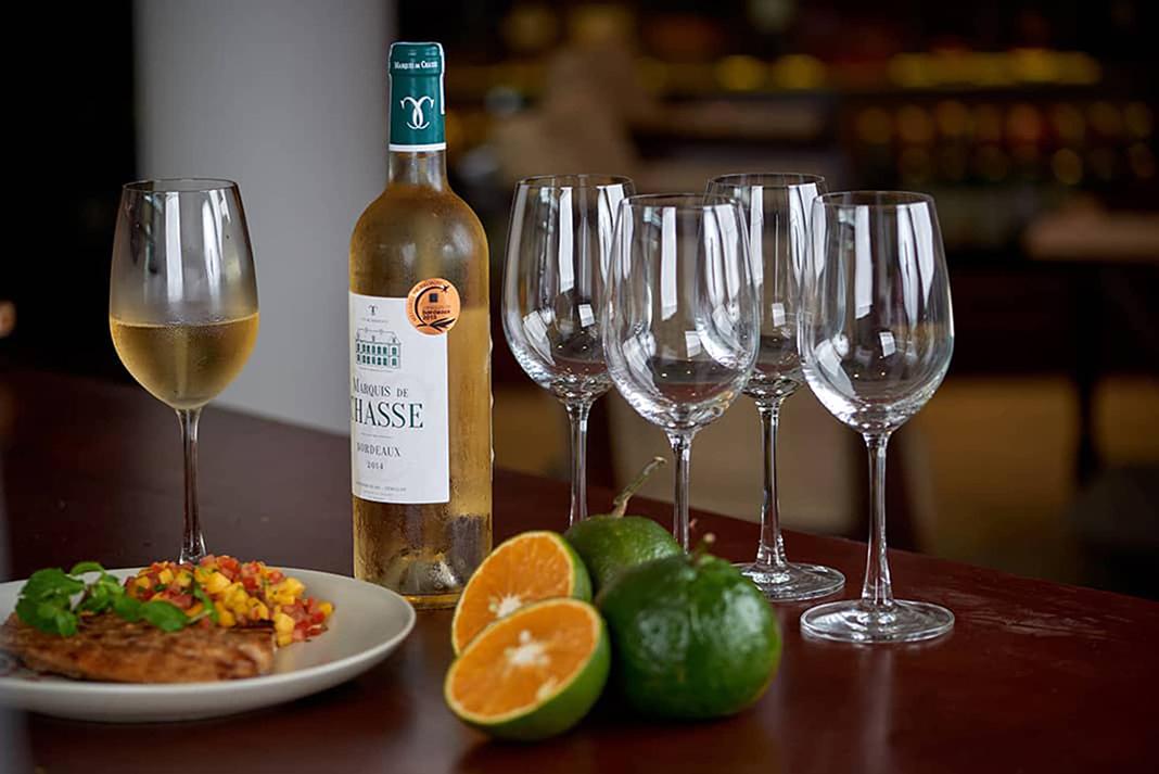 Ăn cá nên uống rượu vang gì