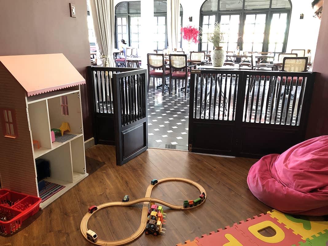Nhà hàng có khu vui chơi cho trẻ em